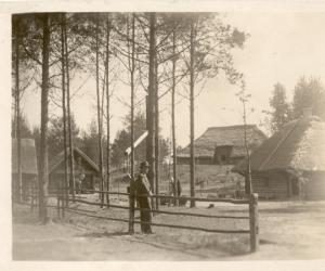 Uz Brīvdabas muzeju Rīgā pārvestās Vestienas ēkas -