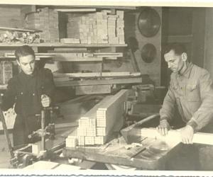 Mēbeļu gatavošana Madonas rūpkombinātā, 1952. g.